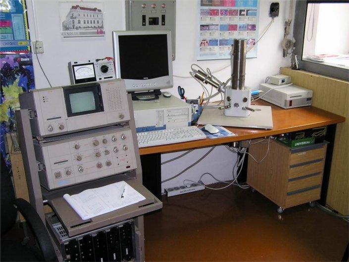 Riadkovací elektrónový mikroskop TESLA BS 343