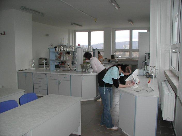 Laboratórium chémie organických aanorganických materiálov